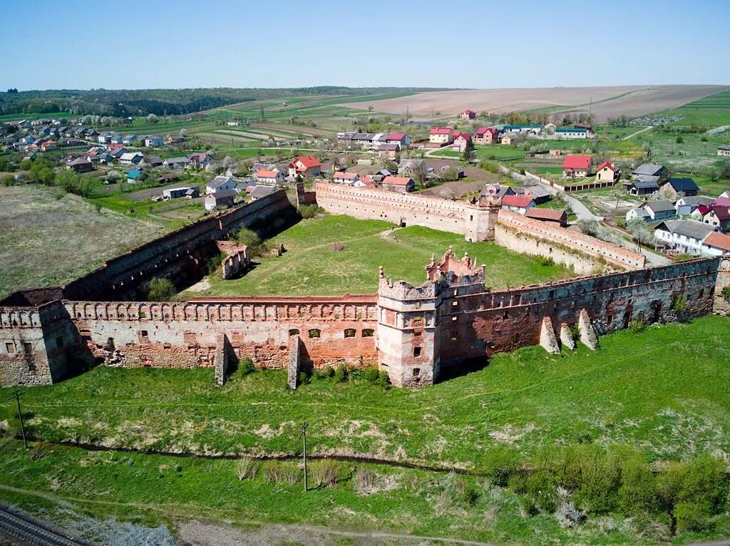 castle-in-stare-selo-ukraine