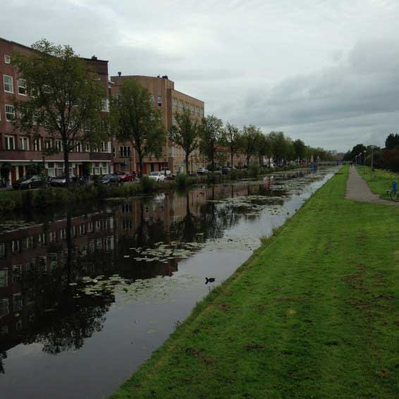 Canal Right by Hotel Casa