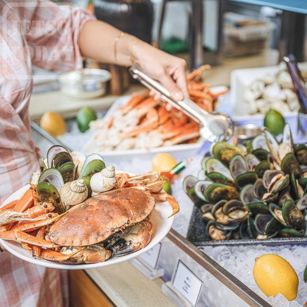 香港洲際酒店 特選優惠「誘饌星期五」港畔餐廳 二人自助晚餐 65 折