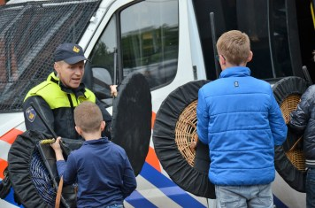 roefelen-jeugdaktiviteiten-JAM-markelo-PolitieHofvanTwente-Roefeldag-MMHN_20160525 (203)