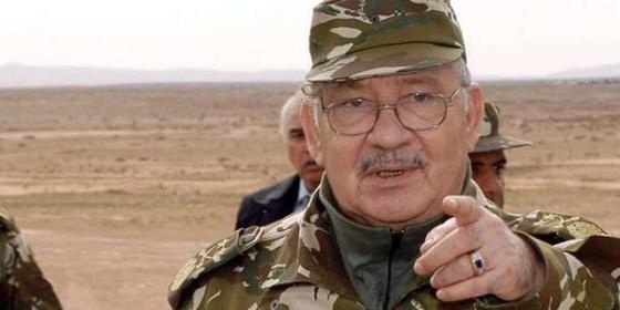 Gaïd Salah inspecte plusieurs unités de la 3e Région militaire