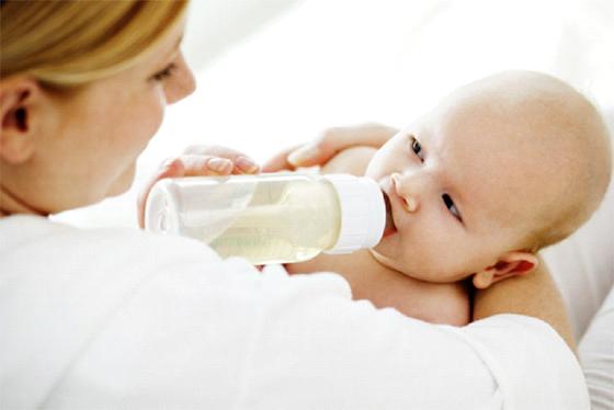 Les enfants nourris au sein ont moins de troubles du comportement