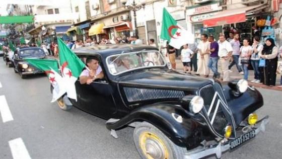Oran: défilé de voitures de collection pour fêter le 5 juillet