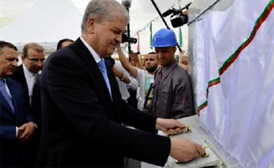 Le Premier ministre inaugure l'unité de production de gants chirurgicaux