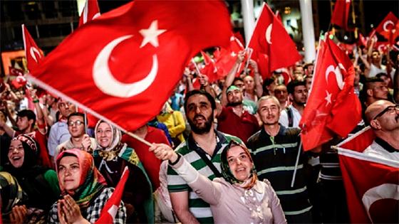 Rassemblement de soutien à la démocratie à la place Taksim