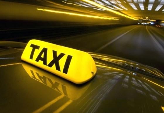 Un chauffeur de taxi agressé et son véhicule volé