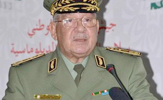 Gaïd Salah inaugure et inspecte des unités de l'ANP