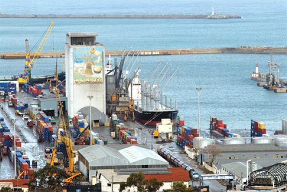 Les sirènes du port d'Alger ont salué cette page glorieuse de la Révolution