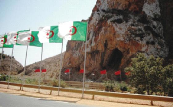 Le mur construit à la frontière comparé avec celui d'Israël !