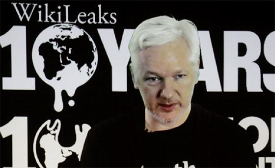 L'équipe de Clinton dénonce Trump, WikiLeaks et la Russie