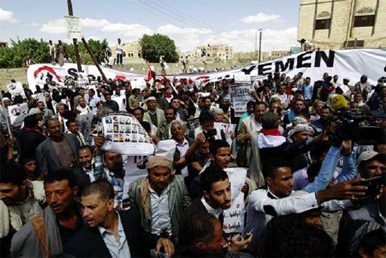 Des manifestants en colère contre l'ONU et son médiateur à Sanaa
