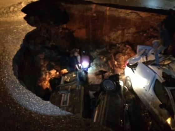 Cinq véhicules chutent dans un affaissement sur l'autoroute entre Ben Aknoun et Zeralda