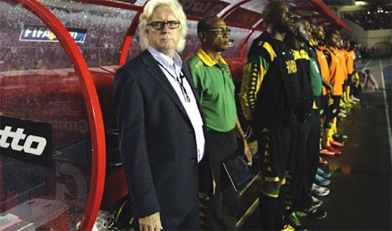L'ex-coach du Cameroun Winfried Schäfer attend un signe de la FAF