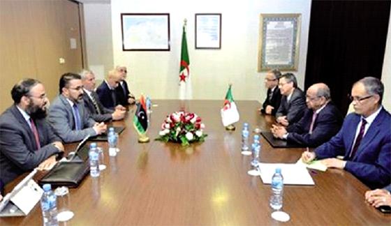 Une importante délégation libyenne reçue par Messahel
