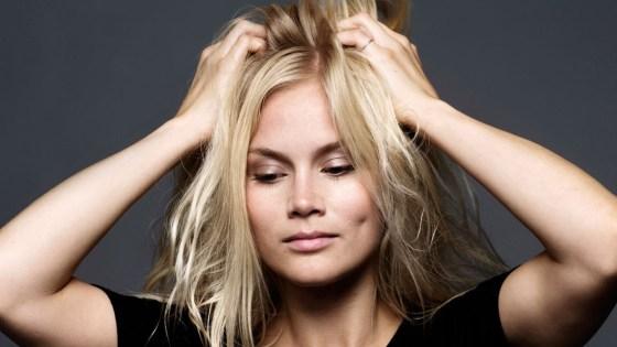 Comment faire pour ne plus avoir les cheveux électriques ?