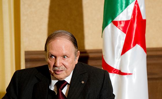 Le président Bouteflika met l'accent sur la préservation de la démocratie