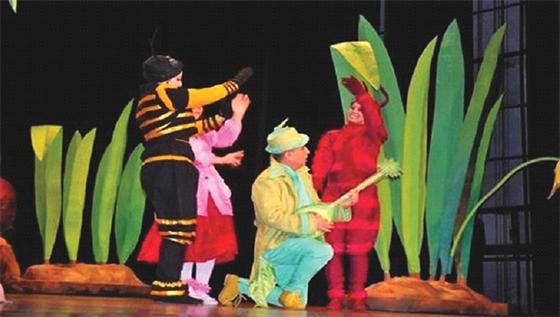 La pièce «Nora dans le monde du livre» subjugue les enfants