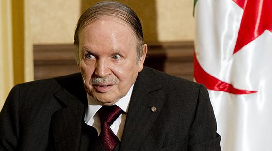 Bouteflika appelle les chefs d'entreprises à investir davantage