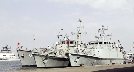 Cinq navires de la Force de guerre de l'OTAN en escale ou port d'Alger