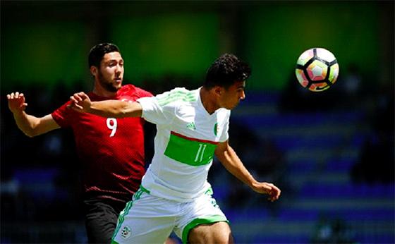 L'Algérie  réussi son entrée en battant la Turquie (2-1)