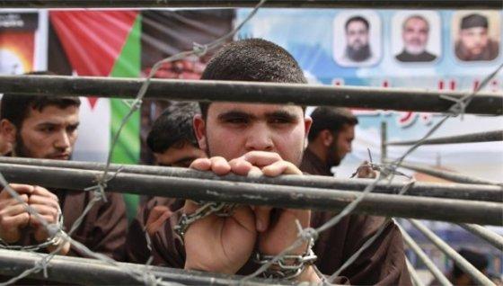 Les détenus palestiniens suspendent leur grève de la faim