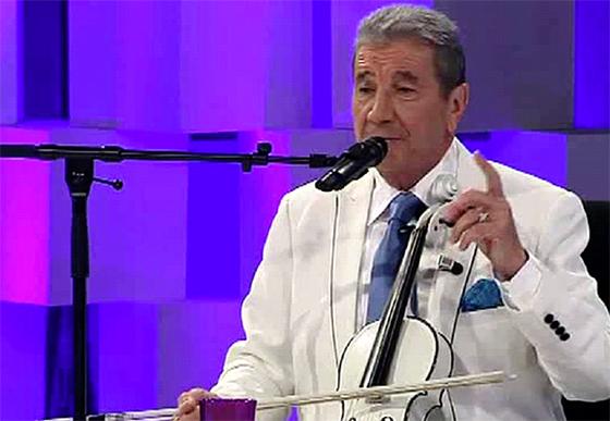 Hamdi Bennani anime  un concert à l'Opéra d'Alger