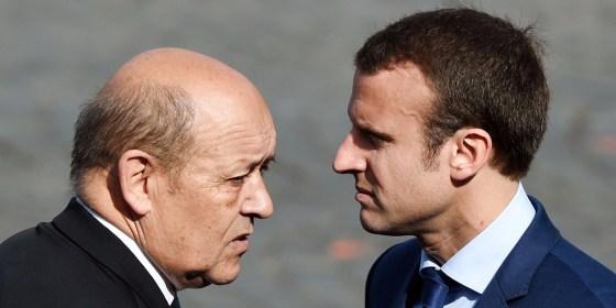 Le Drian à Alger pour maintenir la confiance