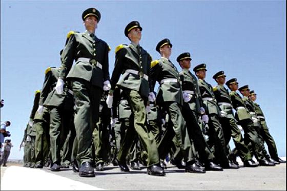 329 Officiers prêtent serment à Alger