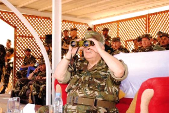 Gaïd Salah inspecte des unités de la 2e Région militaire