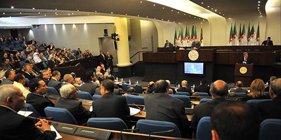 Les députés demandent des comptes sur 40 milliards de dollars accordés aux privés