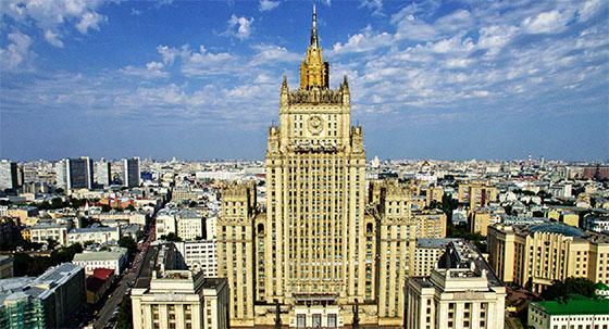 L'ambassadrice de France en Russie parle à la presse