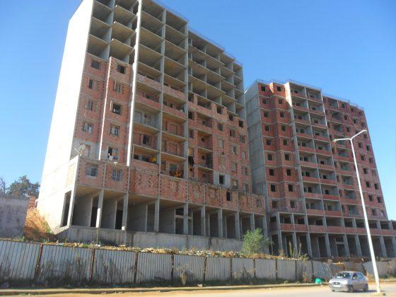 Tizi-Ouzou : Les journalistes acquéreurs des logements LPA crient au scandale