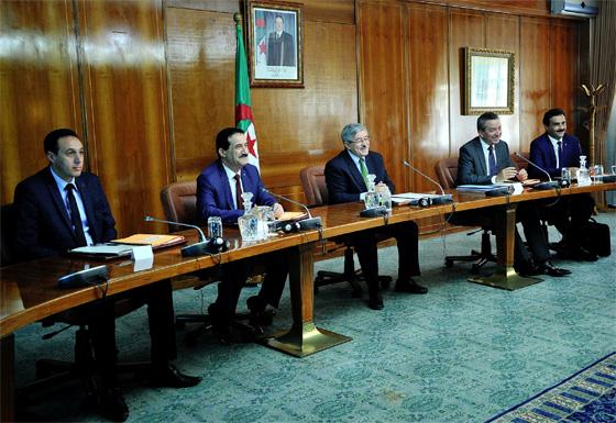 Loi de finances : Ouyahia rencontre la majorité présidentielle