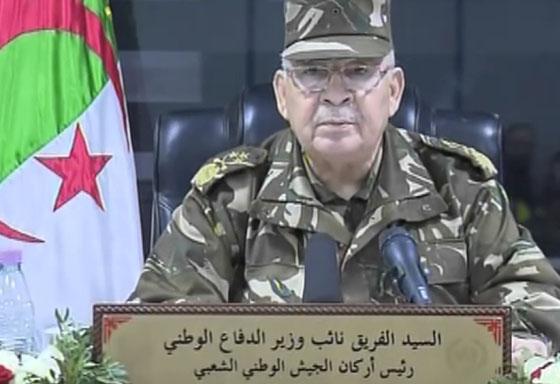 Tindouf : Gaïd Salah inspecte des unités du secteur opérationnel