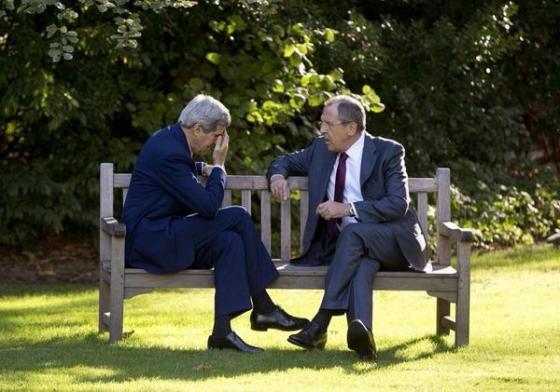 Photo trend: le face-à-face entre Kerry et Lavrov