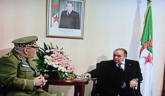 Bouteflika et Gaid Salah evoquent la situation interieure du pays