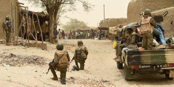 Au moins 14 soldats tués dans l'attaque d'un camp militaire au Mali