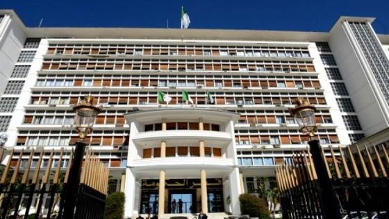 Algérie: Quatre ministres perdent leurs postes