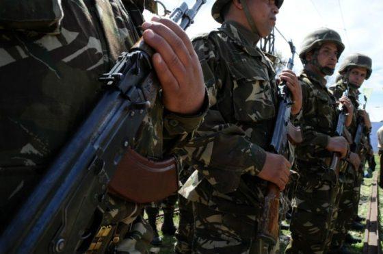 Un terroriste se rend aux autorités militaires