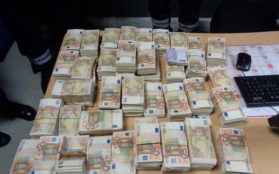 Saisie de près de 2 millions d'euros au poste frontalier Betita