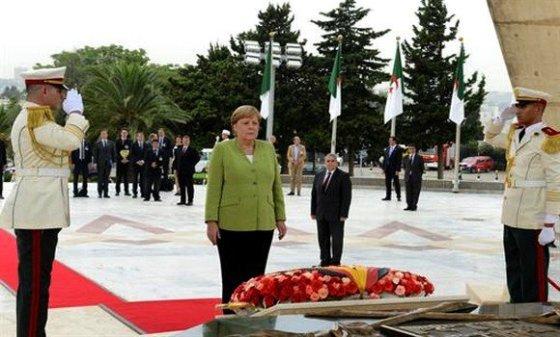 La chancelière allemande se recueille à la mémoire des martyrs de la Guerre de libération