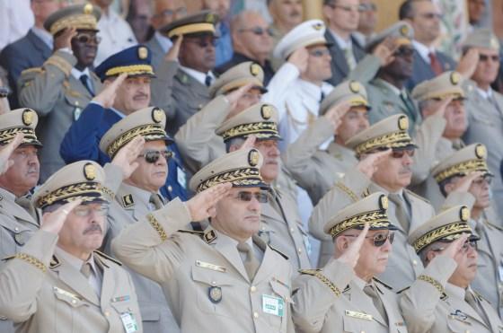 Cinq généraux-majors sous mandat de dépôt