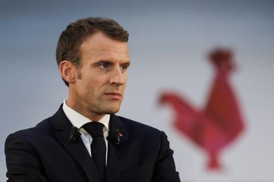 Un tweet de Macron et un recueillement à Paris:Un tweet de Macron et un recueillement à Paris