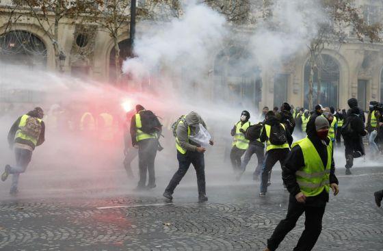 Les gilets jaunes incendient Paris:Les gilets jaunes incendient Paris