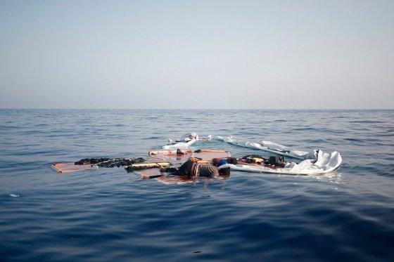Une embarcation prend feu au large d'Oran:  20 harraga tués