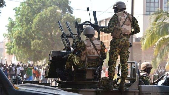 Burkina Faso: Après de violentes émeutes, l'armée prend le pouvoir