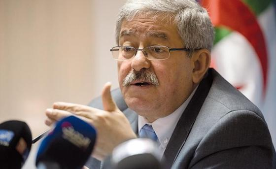 Ouyahia n'écarte pas une nouvelle révision de la Constitution
