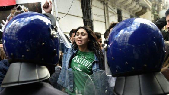 Les étudiants dans la rue pour s'opposer au 5e mandat