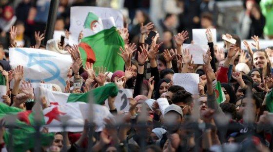 Médéa : Marche pacifique des étudiants contre le 5e mandat