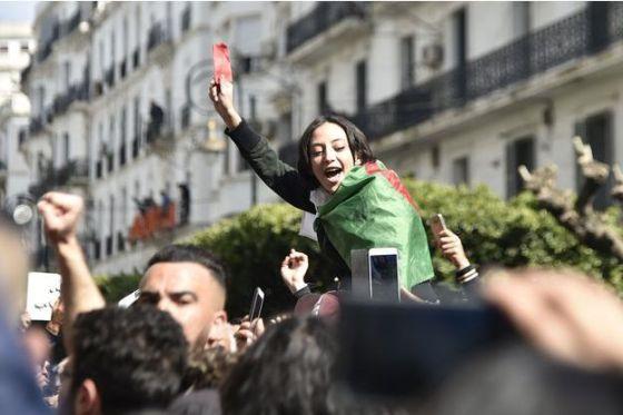 Béjaïa : Les femmes dans la rue le 9 mars